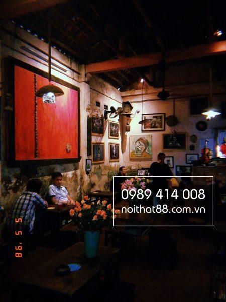 Ban Ghe Cafe Cuoi Ngo