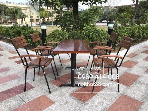 Ban Ghe Cafe Ngoai Troi Tai Hai Phong 1