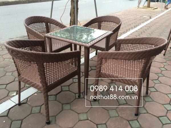 So với bàn ghế chất liệu khác, bàn ghế giả mây giúp bạn tiết kiệm nhiều chi phí
