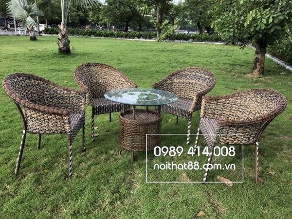 Ban Ghe May Nhua San Vuon 600x450 2