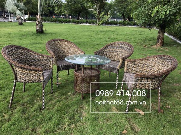 Bàn ghế mây nhựa phù hợp với điều kiện khí hậu Việt Nam