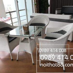 Ban Ghe Cafe May Nhua 1 600x450